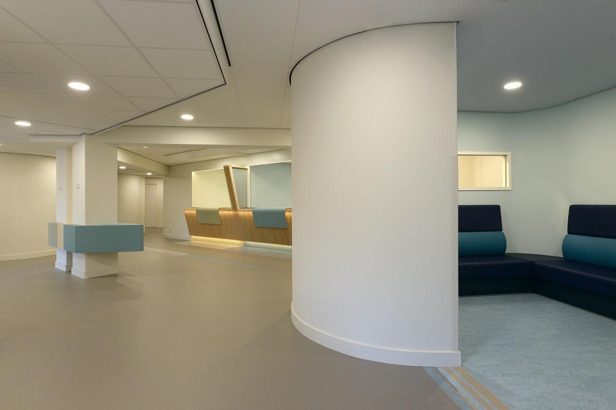 Wachtkamer blauw gezondheidscentrum de Linde te Ermelo